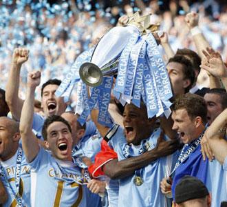 Manchester-City-Champions_Fanzine_Pete-Hausler_330