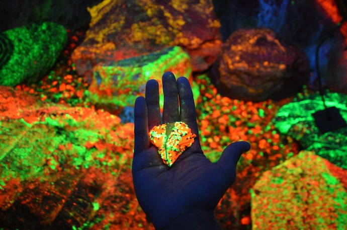 "Photo via <a href=""https://www.reddit.com/r/woahdude/comments/1r9sbg/florescent_cave_in_china/"">reddit</a>"
